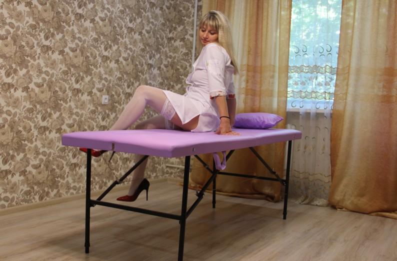 Вспомогательные приемы растирания, какие дополнительные методы используются при растирании, методика растирания, массажистка растирает тело пациента с маслом